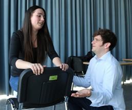 2 Teilnehmer spielen Theater im Rahmen der Spar Akademie
